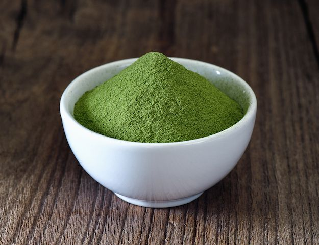 green matcha powder